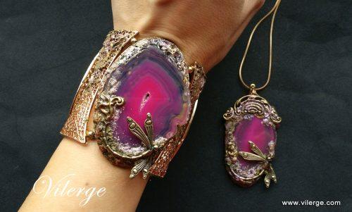 подаръци за жени и дами с бижута от естествен камък