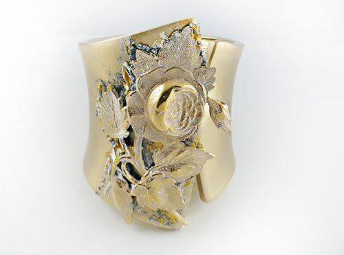 Златна колекция гривни за Св. Валентин и празника на влюбените жени