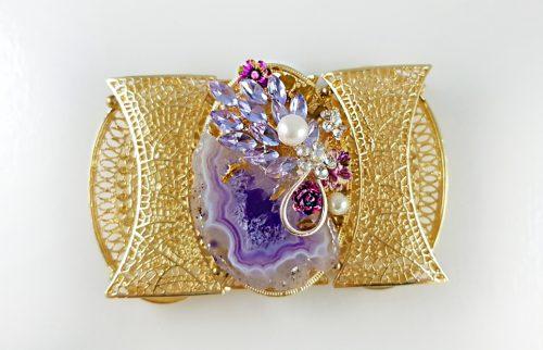 Елегантен коледен подарък с красиви гривни за жени